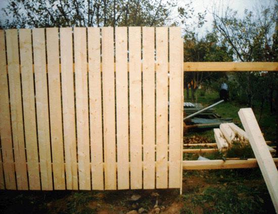 Дешевый забор на дачу своими руками фото