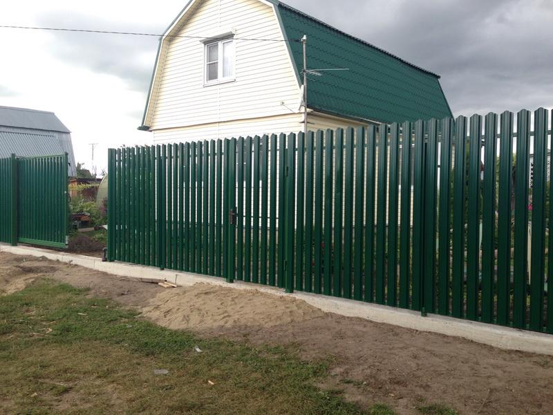 Забор металлического щтакетника